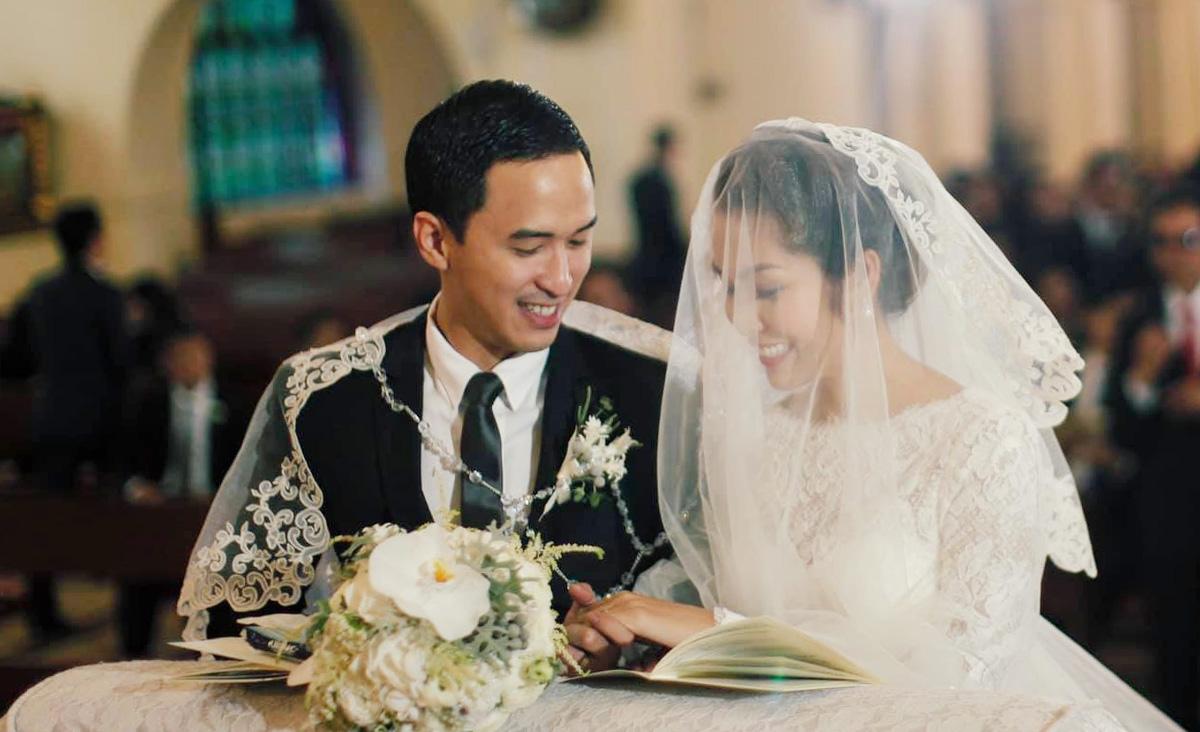 Tăng Thanh Hà và chồng tổ chức hôn lễ ở một nhà thờ tại Phillippines hồi ngày 4/11/2012. Ảnh: Facebook Tang Thanh Ha.