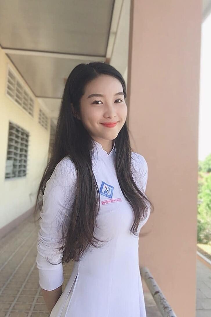 Nguyễn Lê Phương Thảo đến từ Vĩnh Long, cao 1,7 m, số đo ba vòng 76-61-90 cm. Người đẹp sinh năm 2002, có gương mặt thuần Việt, vóc dáng cân đối, ngoại hình sáng sân khấu.
