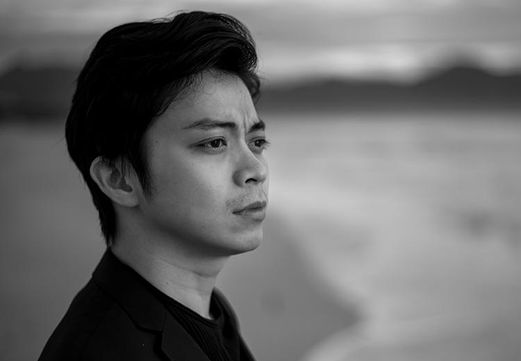 Lân Nhã chụp ảnh giới thiệu album mới. Ảnh: Louis Wu.
