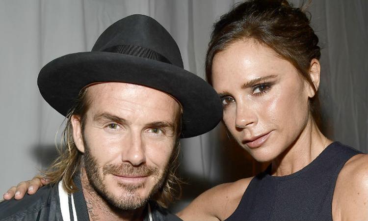 Victoria Beckham trêu cách mặc của chồng
