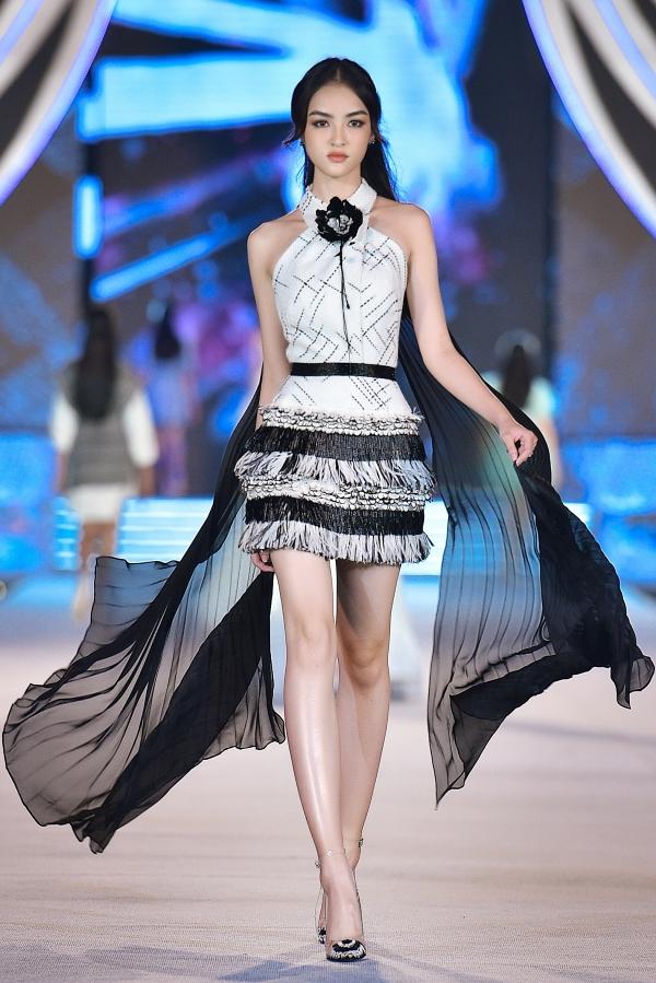 Nguyễn Hà My sinh năm 1999 tại Phú Thọ, là Hoa khôi Duyên dáng Ngoại thương Hà Nội 2019. Cô có  số đo hình thể là 75 - 61 - 88 cm. Tuy chỉ cao 1,64 m, người đẹp được khen trình diễn tự tin, tỏa sáng trong đêm thi.