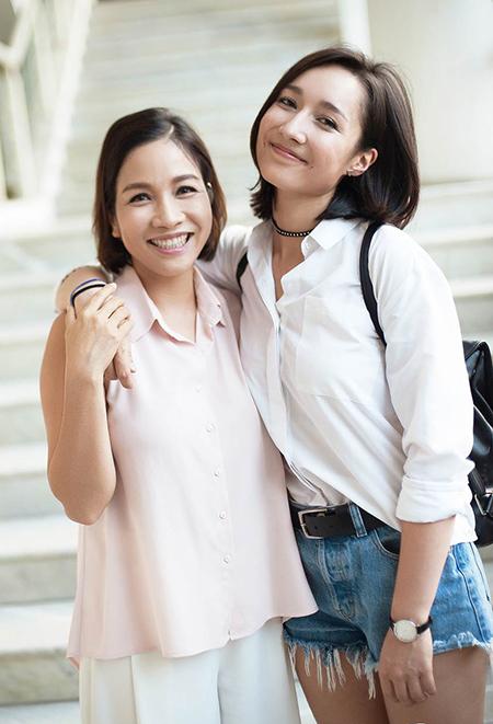 Anna Trương (phải) tham gia sản xuất đĩa Chat với Mozart 2 của mẹ Mỹ Linh. Ảnh: Đẹp.