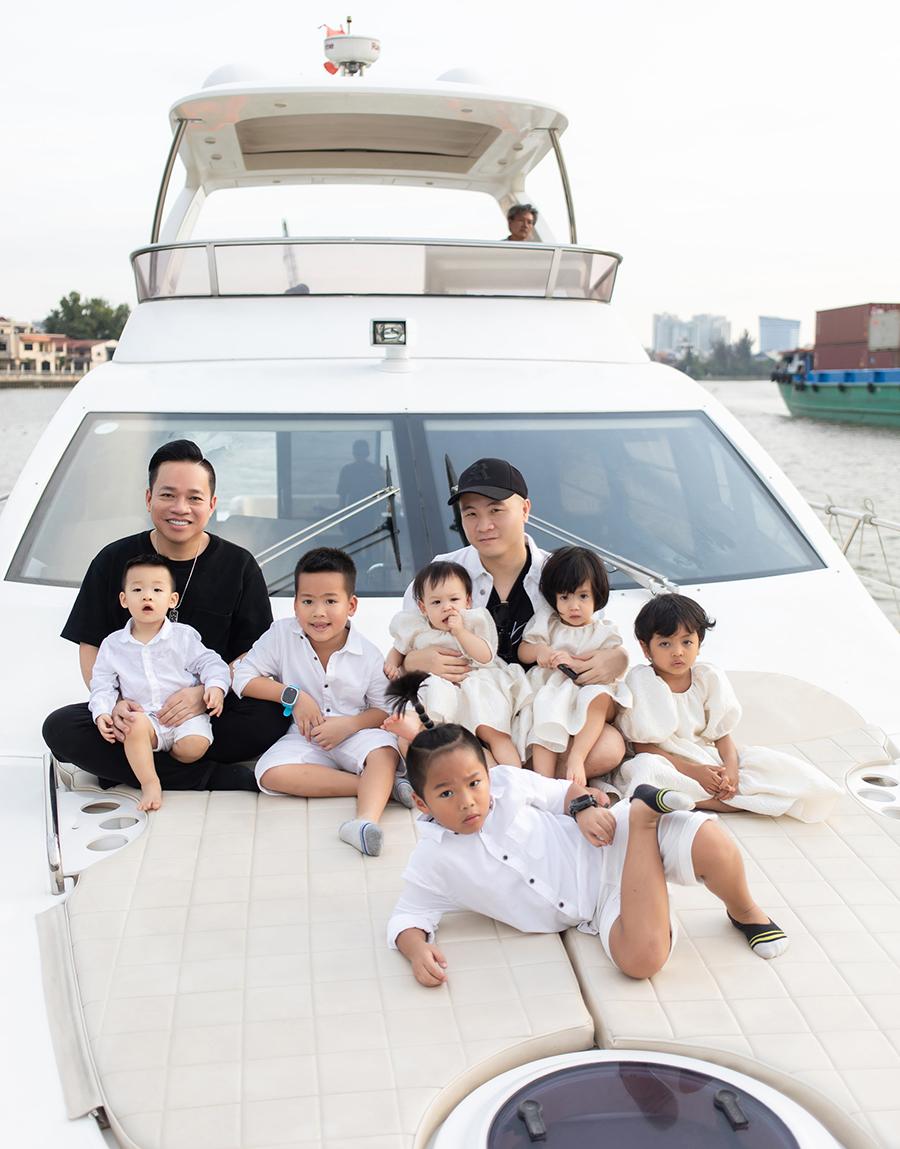 Gia đình nhà thiết kế Đỗ Mạnh Cường. Ảnh: Huy Nguyễn.