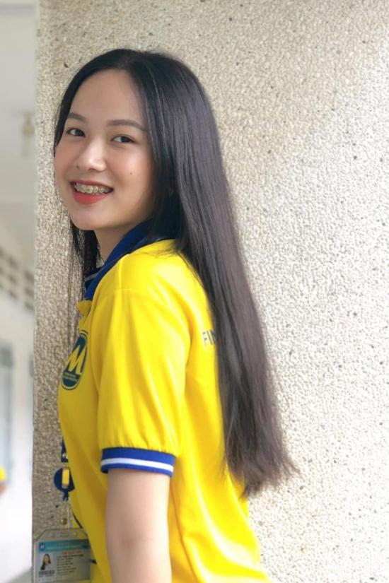 Phạm Thị Phương Quỳnh là sinh viên ngành Kinh doanh Quốc tế, Đại học Tài Chính - Marketing. Cô sinh năm 2000, cao 1,72 m, số đo ba vòng: 82-62-93 cm.