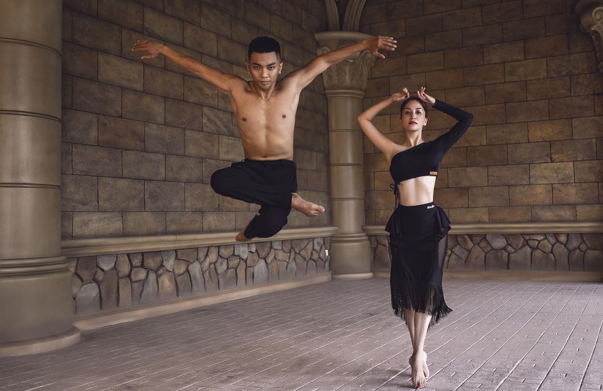 Theo Nữ hoàng dancesport cô ấp ủ chụp một bộ ảnh khiêu vũ  của hai vợ chồng từ lâu, mãi đến gần đây, trong một chuyến du lịch đến đảo Phú Quốc (Kiên Giang) hồi tháng 10, cô và ông xã mới thực hiện được.