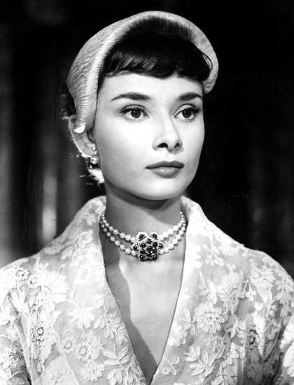 Roman Holiday (1953), bà hóa thân công chúa Ann đến từ châu Âu, người chán ghét cuộc sống hoàng gia và có một đêm nổi loạn tại Mỹ. Đạo diễn William Wyler nhận xét: Audrey hội tụ mọi yếu tố cho vai diễn, sự ngây thơ, quyến rũ và tài năng diễn xuất. Tác phẩm giúp Hepburn thắng giải Nữ chính xuất sắc tại Oscar, Quả Cầu Vàng và BAFTA.