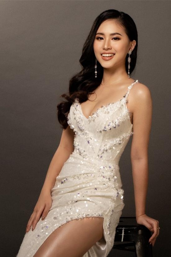 Năm nay, Hoa hậu Việt Nam có nhiều thí sinh học giỏi.