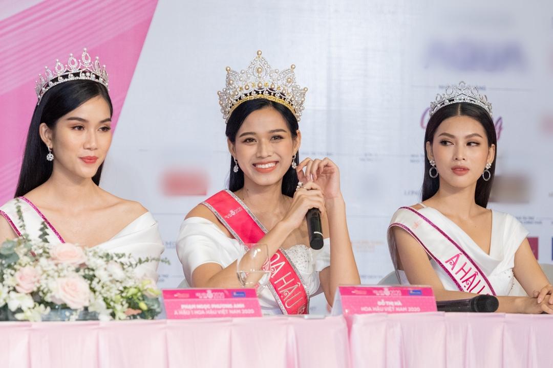 Top Hoa hậu Việt Nam 2020 Đỗ Thị Hà (giữa) và hai á hậu Phạm Ngọc Phương Anh (trái), Nguyễn Lê Ngọc Thảo trả lời phỏng vấn.