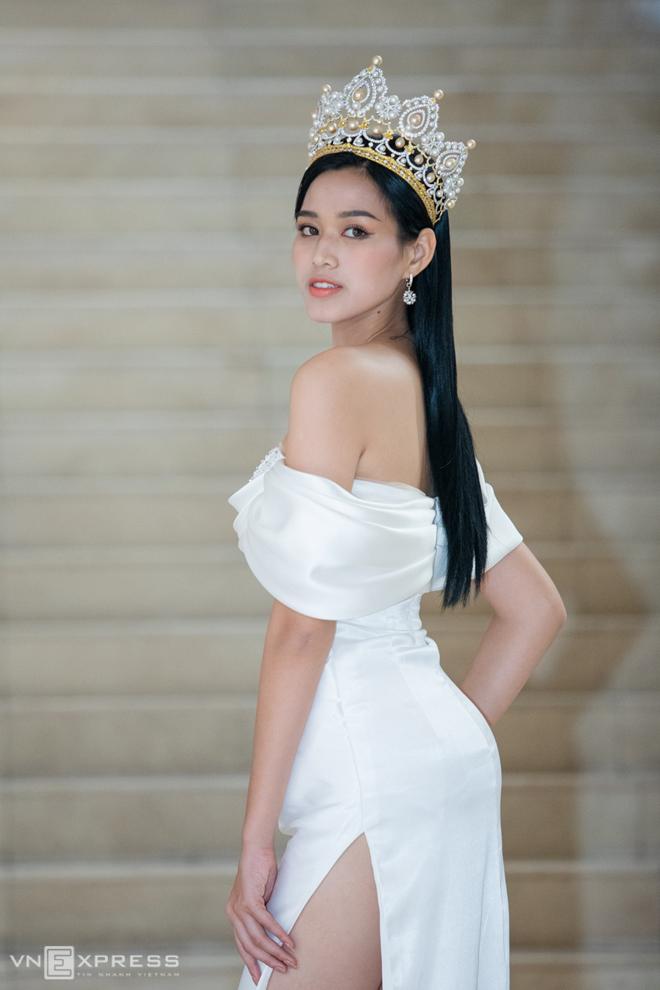 Hoa hậu Đỗ Thị Hà bên hai á hậu  - 2