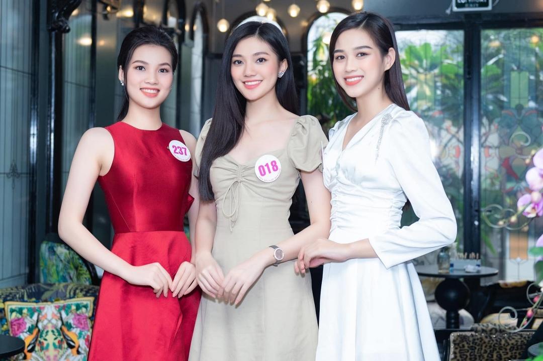 Trong thời gian tham gia Hoa hậu Việt Nam, Đỗ Thị Hà đầu tư váy áo, hình ảnh hơn. Trang phục của cô đa phần được mượn từ các shop hoặc do ban tổ chức hỗ trợ.