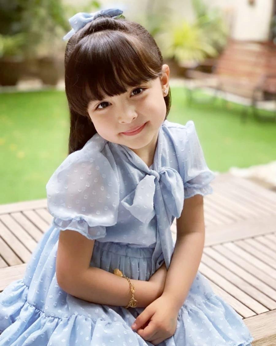 Con gái năm tuổi của 'Mỹ nhân đẹp nhất Philippines'