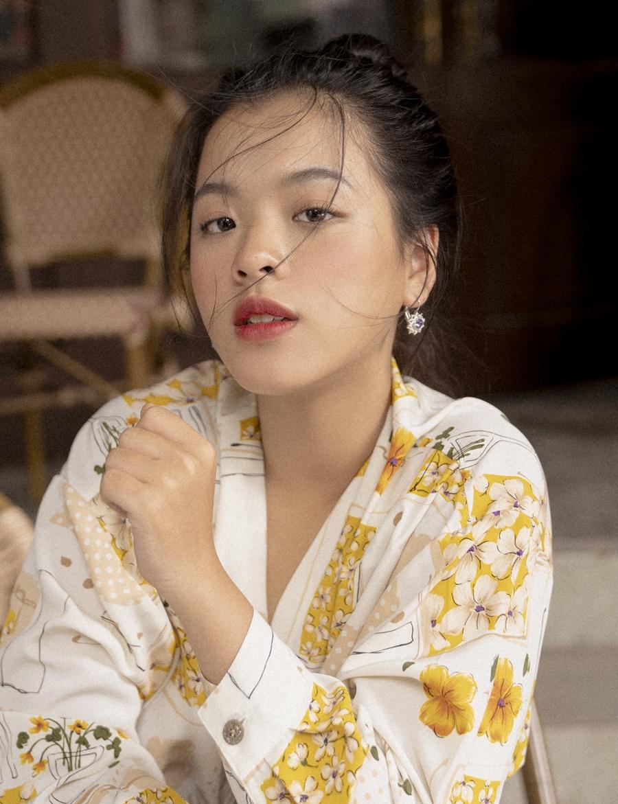 Con gái Chiều Xuân khoe nhan sắc tuổi 16