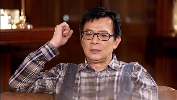Huỳnh Nhật Hoa khóc khi nhắc đến vợ. Ảnh: TVB.