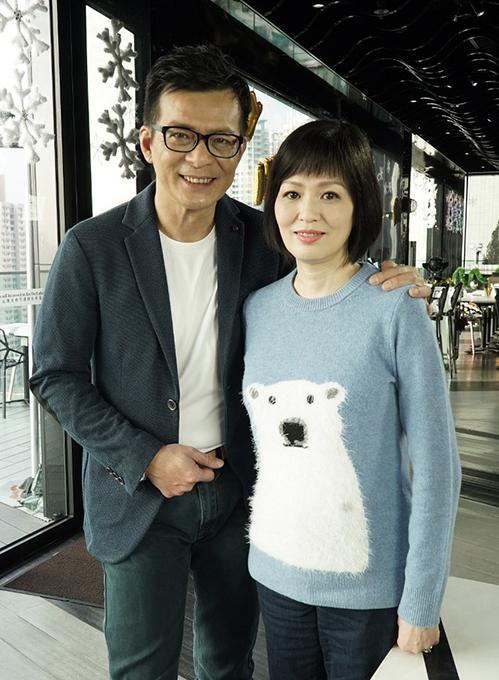 Huỳnh Nhật Hoa và vợ. Ảnh: On.