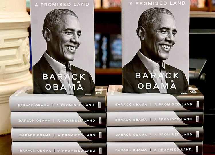 Sách A promised land của cựu Tổng thống Mỹ Barack Obama. Ảnh: First News.