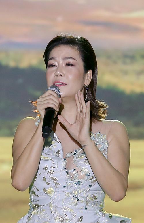 Ca sĩ Thu Phương tham gia trong đêm nhạc Gánh nhau trong đời. Ảnh: Thiên Hương.