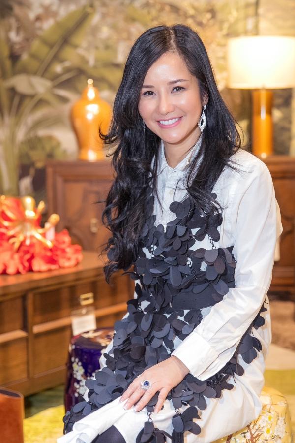 Hà Kiều Anh, Hồng Nhung dự tiệc Giáng Sinh sớm