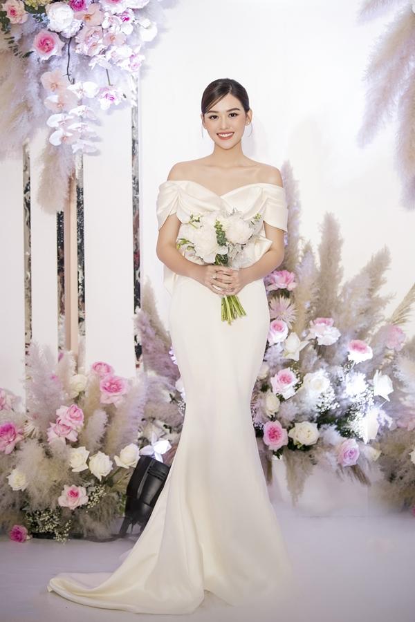 Tường San diện ba bộ váy phong cách thanh lịch trong ngày vuil