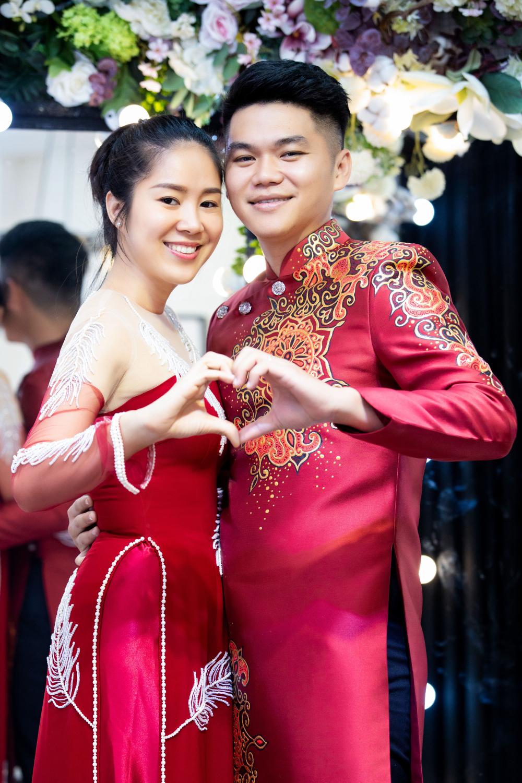Lê Phương cùng chồng thử áo dài cho show thời trang - diễn ra ngày 4/12. Ảnh: Tiến Hưng.