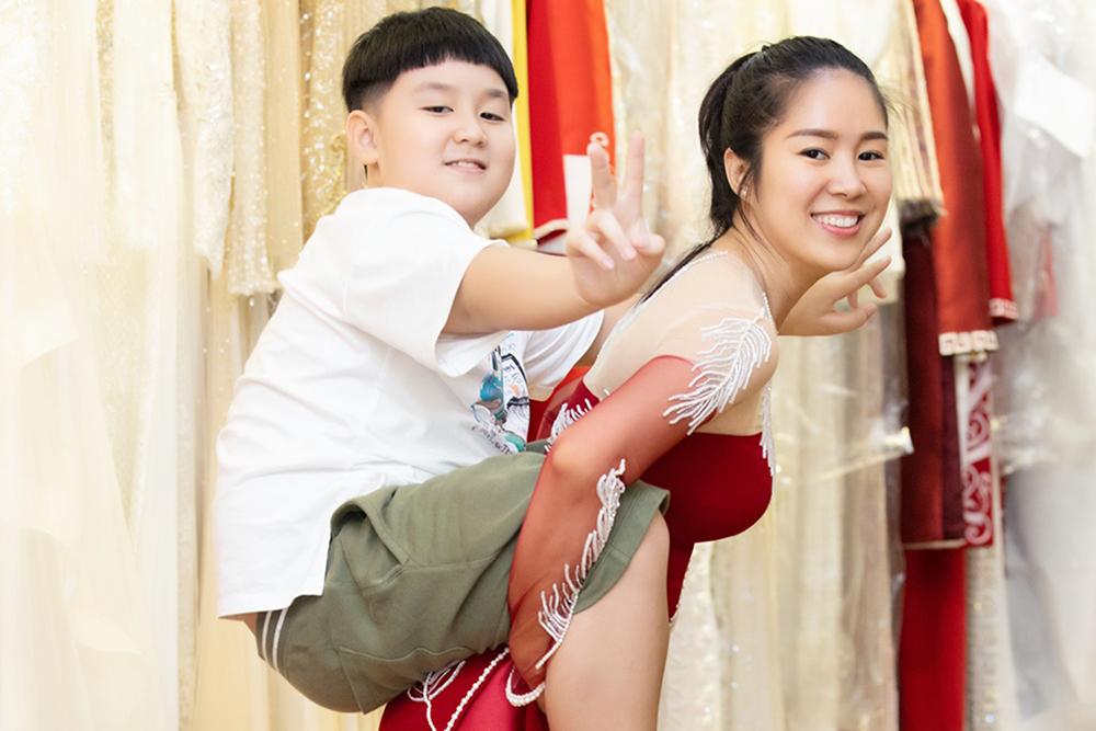Lê Phương bên Cà Pháo - con trai riêng của cô và chồng cũ Quách Ngọc Ngoan.