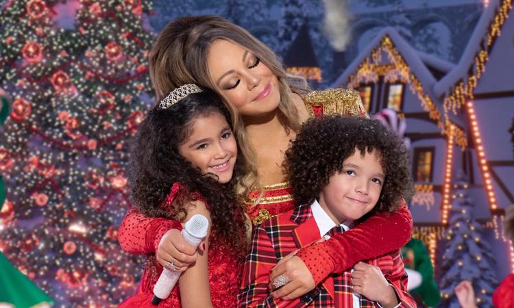 Mariah Carey hát cùng các con trên phim. Ảnh: Mariah Carey Twitter.