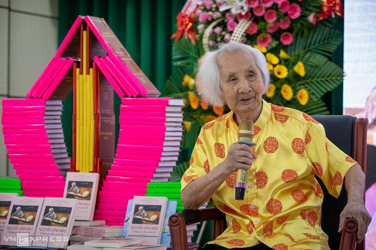 Nhạc sư Vĩnh Bảo ra mắt sách mới - Những giai điệu cuộc đời - ở quê nhà Đồng Tháp hồi tháng 5. Ảnh: Thành Nguyễn.
