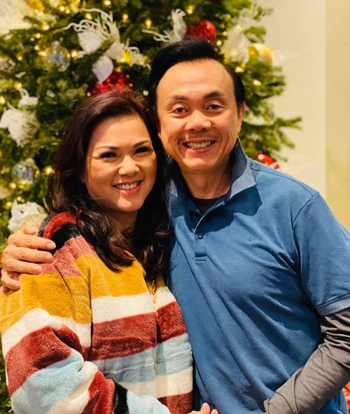 Nghệ sĩ Chí Tài bên vợ