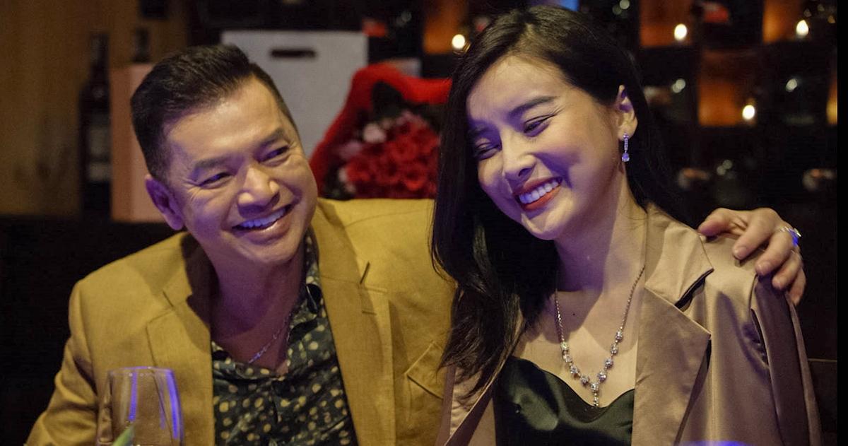 Cao Thái Hà (phải) và Quang Minh trong vai vợ chồng. Ảnh: Galaxy Play.