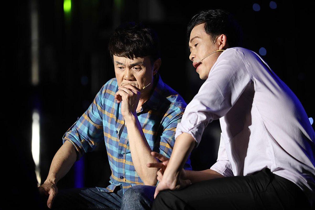 Nghệ sĩ Chí Tài và Hoài Linh (phải).
