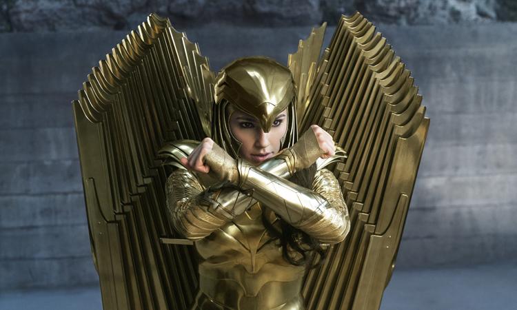 Wonder Woman mặc bộ giáp vàng của chiến binh Amazone. Ảnh: DC.