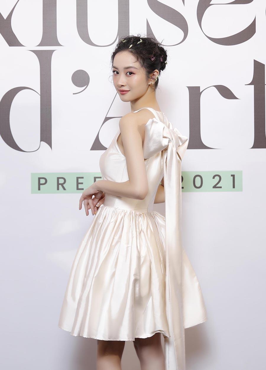 Váy của Jun Vũ gây chú ý với phần nơ sau lưng.