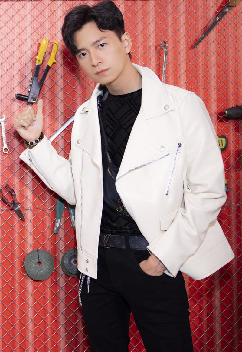 Ca sĩ Ngô Kiến Huy thân thiết với Thu Trang sau khi tham gia chung nhiều dự án. Phim hài anh đóng chính ra rạp vào đầu năm sau.