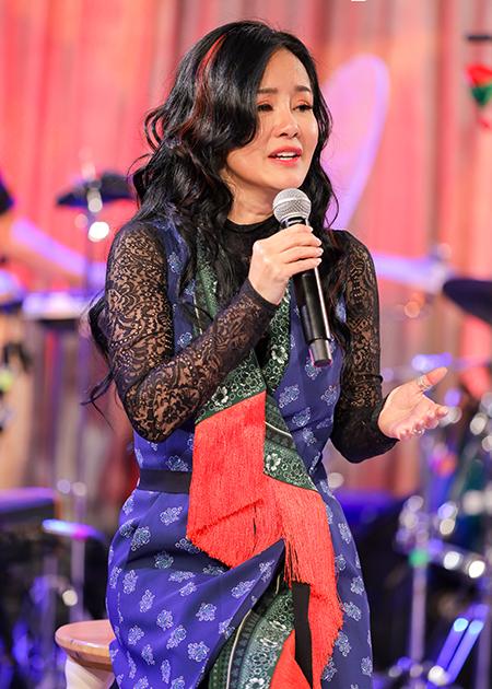 Hồng Nhung trong đêm nhạc tối 25/12. Ảnh: Truyền hình FPT.
