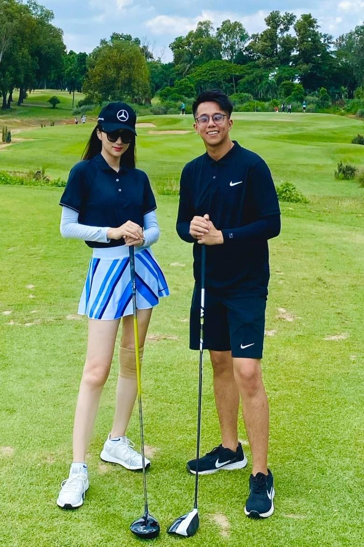 Vốn giỏi chơi golf, doanh nhân 9x là người đưa bạn gái làm quen với bộ môn thể thao này.