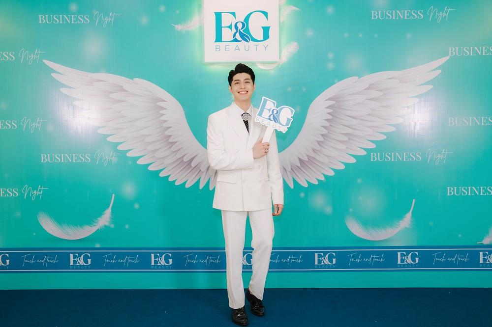 Noo Phước Thịnh trong buổi ra mắt thương hiệu mỹ phẩm và dược mỹ phẩm E&G Beauty.