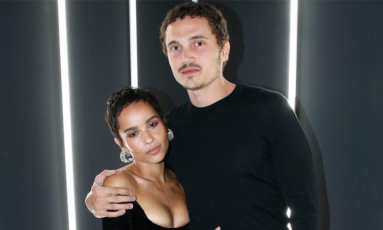 Zoe Kravitz (trái) và chồng Glus