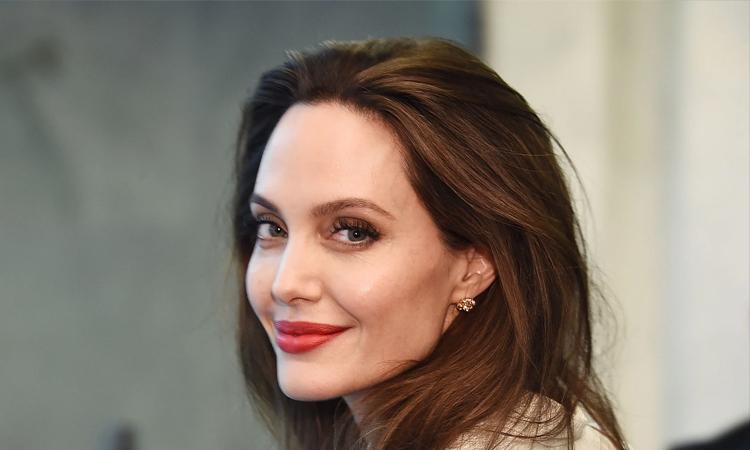 Angelina Jolie gia nhập vũ trụ siêu anh hùng của Marvel với The Eternals. Ảnh: Time.