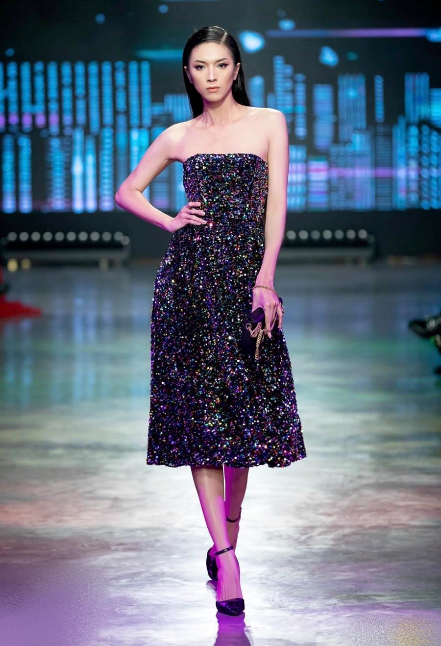 Mộng Thường catwalk cho bộ sưu tập của nhà thiết kế Devon Nguyễn tại Vietnam International Fashion Festival 2020. Cô hiện là gương mặt được nhiều nhà thiết kế yêu thích và chọn lựa. Ảnh: Trịnh Kim Điền.