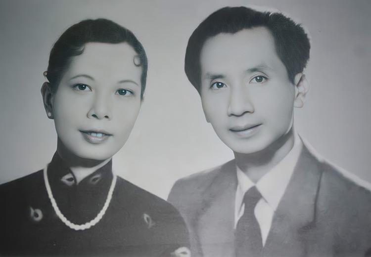 Nhạc sư Vĩnh Bảo bên vợ - bà Trâm Anh sinh thời. Ảnh tư liệu.