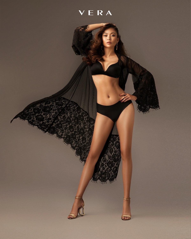 Trong tháng 10, phái đẹp có thể lựa chọn gam màu đen, đơn giản nhưng quyến rũ và bí ẩn.