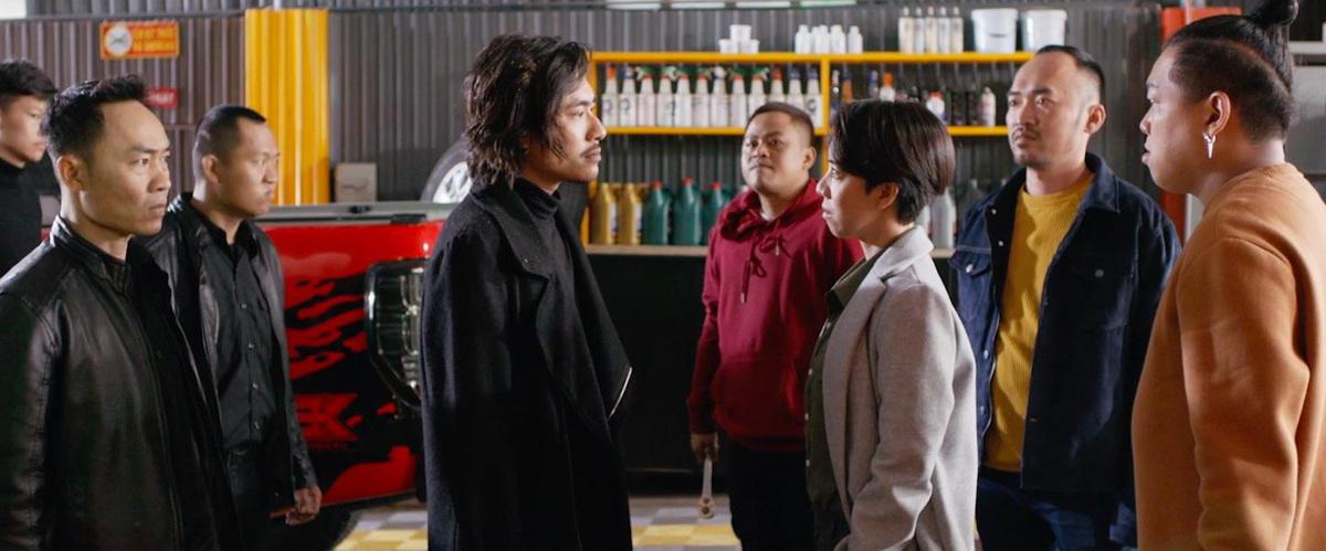 Sự xuất hiện của dàn diễn viên được yêu mến như Kiều Minh Tuấn, TIến Luật, La Thành,... khiến phim dễ thu hút khán giả hơn. Ảnh: Galaxy.