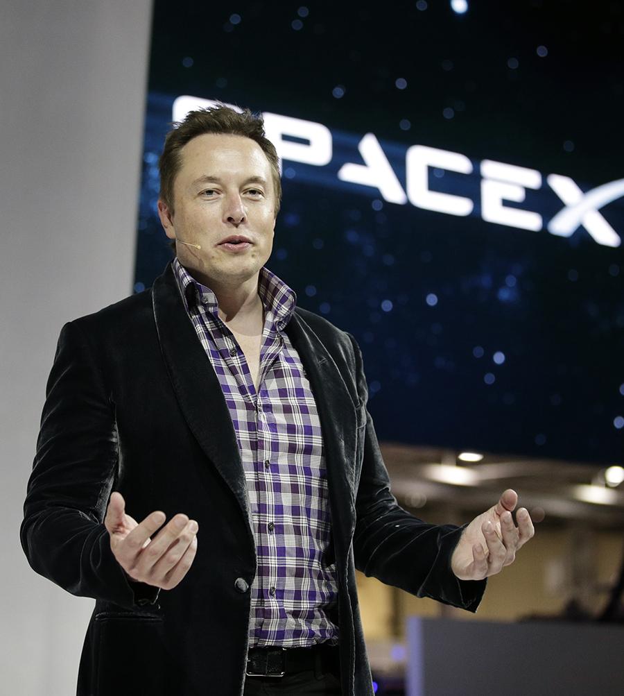 Musk thích áo vest nhung của Alexander McQueen. Anh mua nhiều màu khác nhau để diện dần. Ảnh: AP.