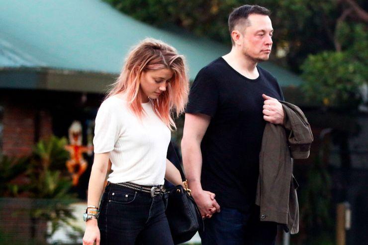 Khi hẹn hò, Musk cũng mặc trang phục đơn giản.