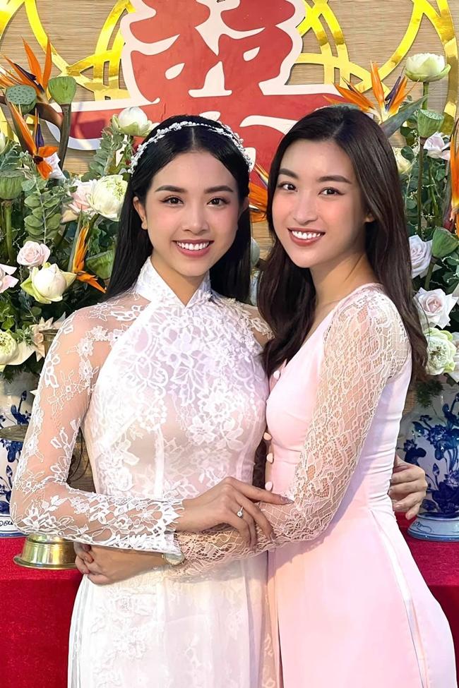 Hoa hậu Đỗ Mỹ Linh bay từ Hà Nội vào để ăn cưới người em thân thiết.