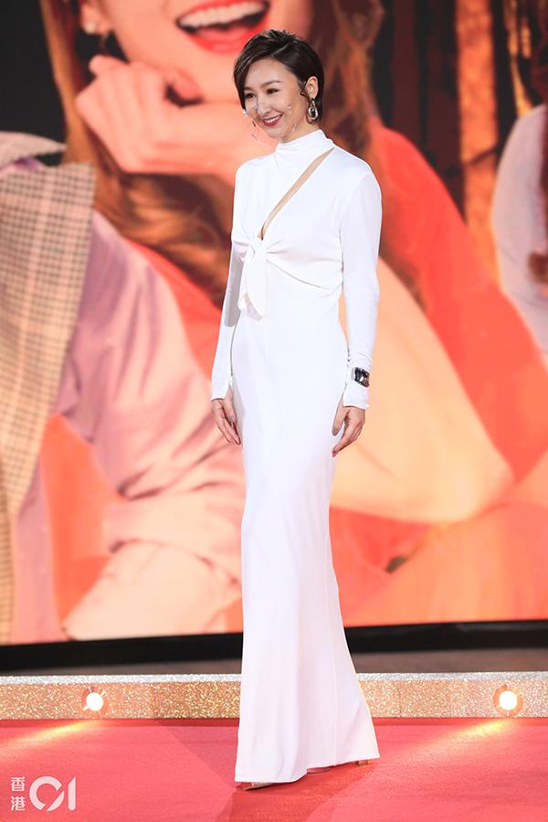 Cao Hải Ninh chọn thiết kế ôm dáng.