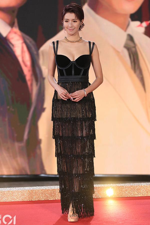 Nam, nữ diễn viên quy tụ tại TVB Awards Presentation - sự kiện trao giải cho các phim, cá nhân xuất sắc của đài trong năm 2020. Người đẹp Thái Tư Bối chọn đầm cut-out phần ngực.