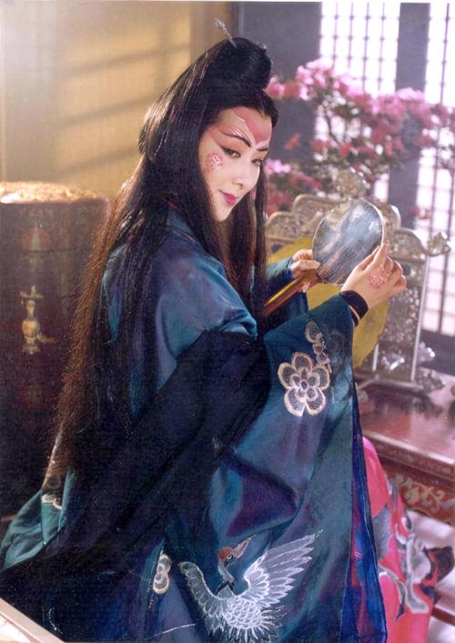 Đông Phương Bất Bại do nghệ sĩ kịch Mao Uy Đào thể hiện.