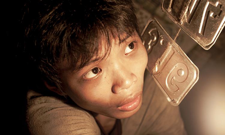 Diễn viên Trần Anh Khoa - vai Ròm trong phim cùng tên. Ảnh: CJ.