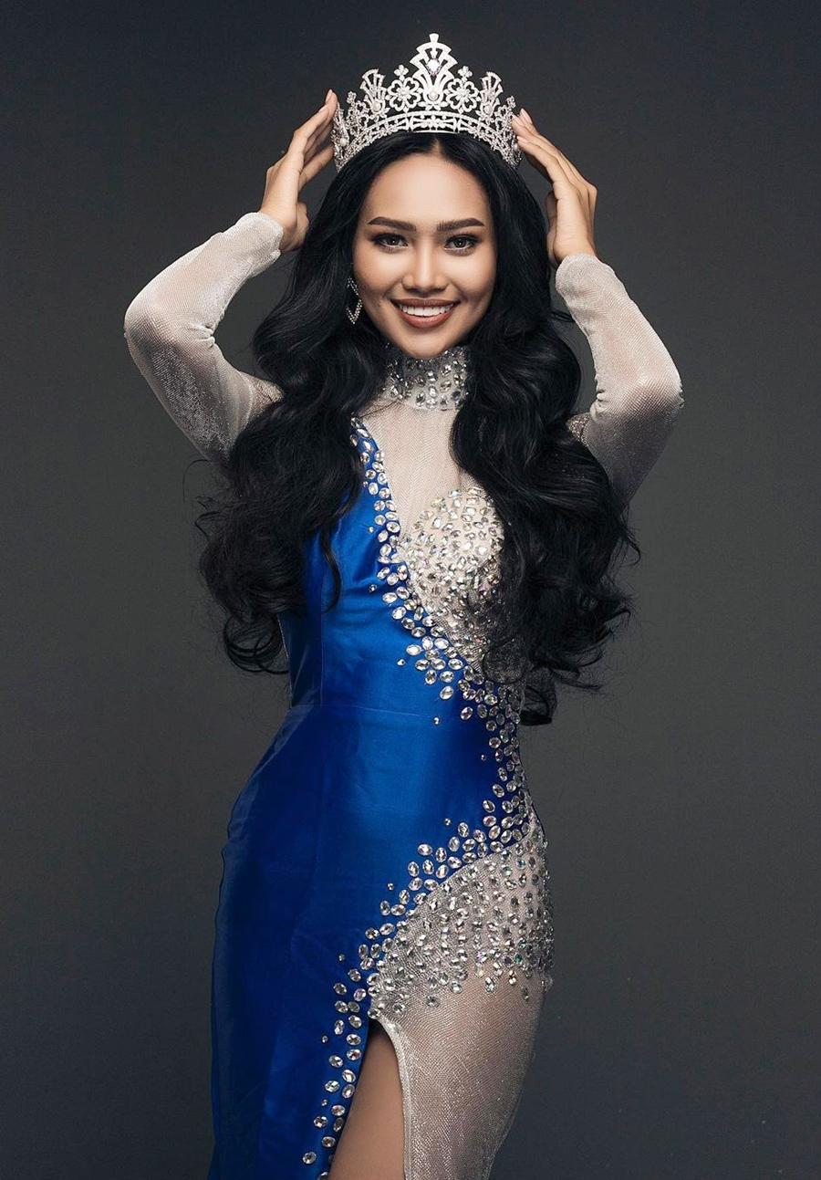 Han Lay đang gây chú ý khi loạt ảnh của cô được đăng trên fanpage của Global Beauties. Cô đoạt Á hậu một tại cuộc thi Hoa hậu Hoàn vũ Myanmar 2020 hôm 30/12/2020 và đại diện nước này dự thi Miss Grand International 2021 vào tháng 3. Nhiều khán giả khen cô đẹp và là ứng viên tiềm năng cho ngôi vị hoa hậu.