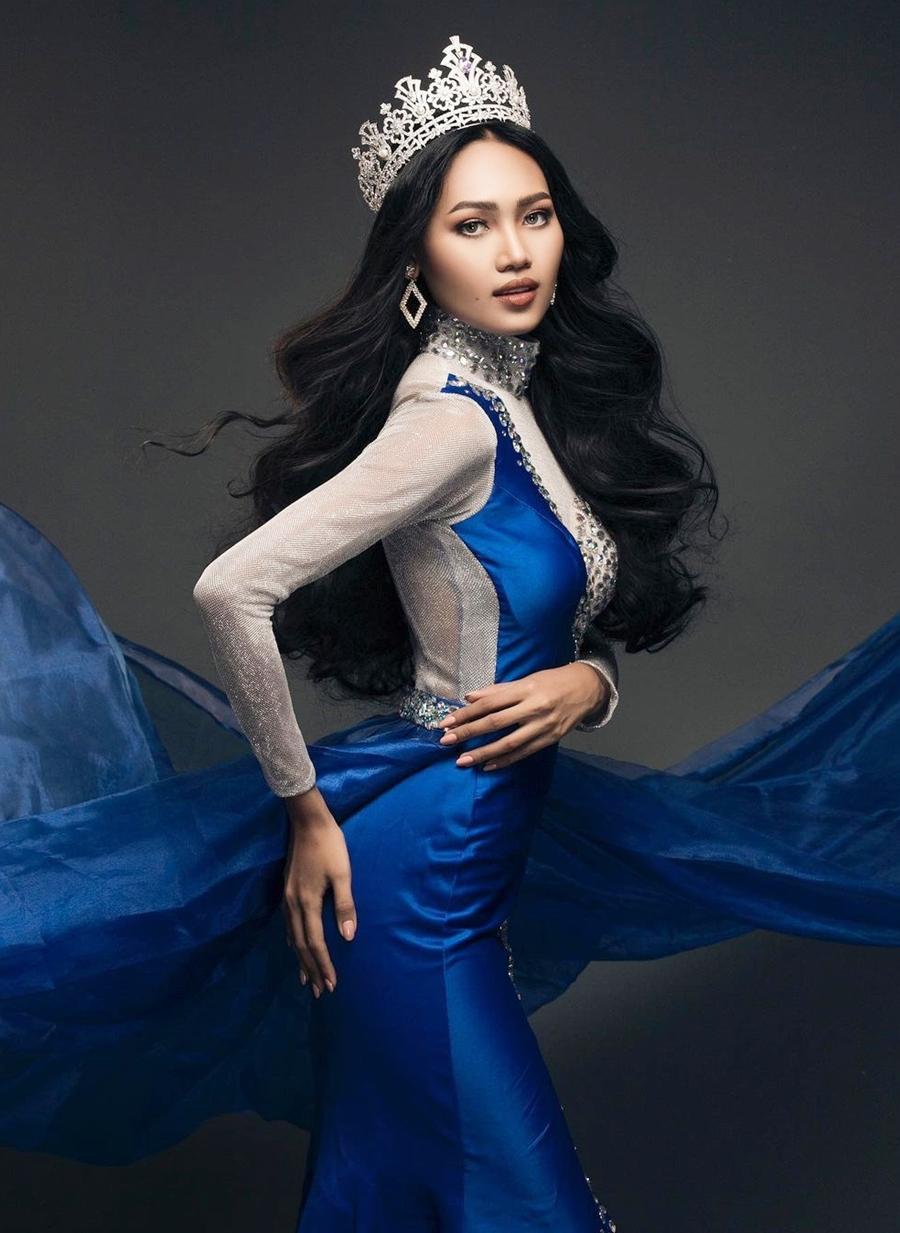 Han Lay 22 tuổi, cao 1,68 m, số đo ba vòng lần lượt là 86-60-91 cm. Cô sinh ra, lớn lên ở Mawlamyine nhưng hiện sống và làm việc ở Yangon - thủ đô của Myanmar.